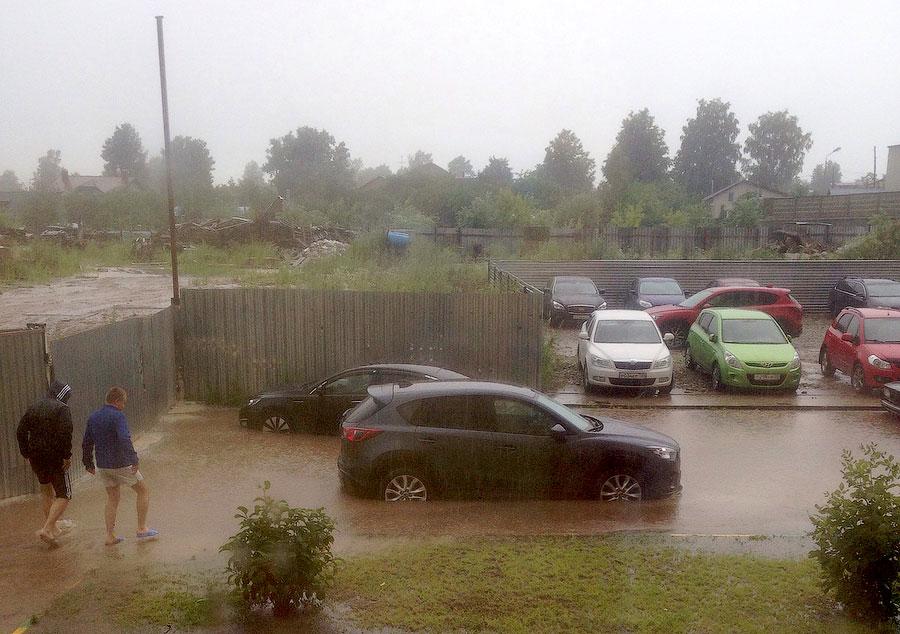 Жители дома №15 в мкр-не Восточный-3 утопают в фекальных водах