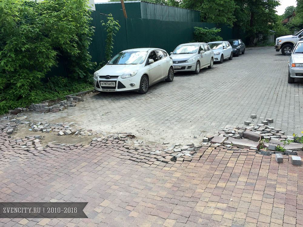 Тротуар на Московской разрушается!