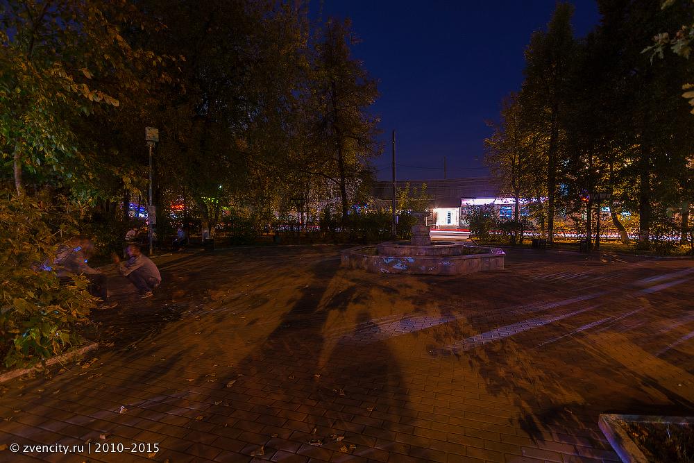 Темнота в сквере Чехова