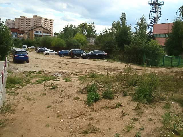 Территория вокруг дома №6 в мкр-не Пронина требует благоустройства