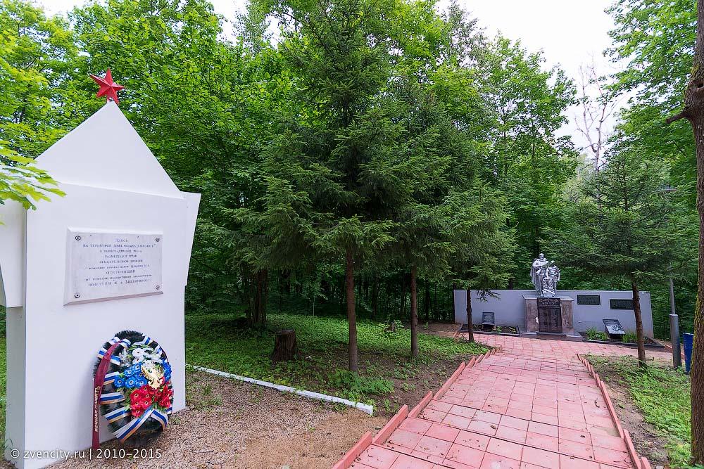 Общественная палат провела субботник у мемориала погибшим воинам