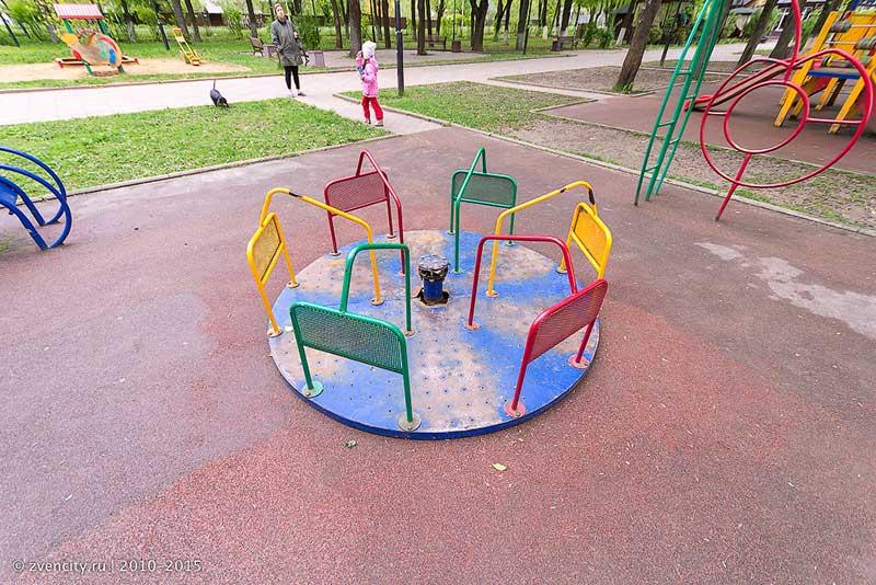 Детская площадка в парке на Советской требует реконструкции