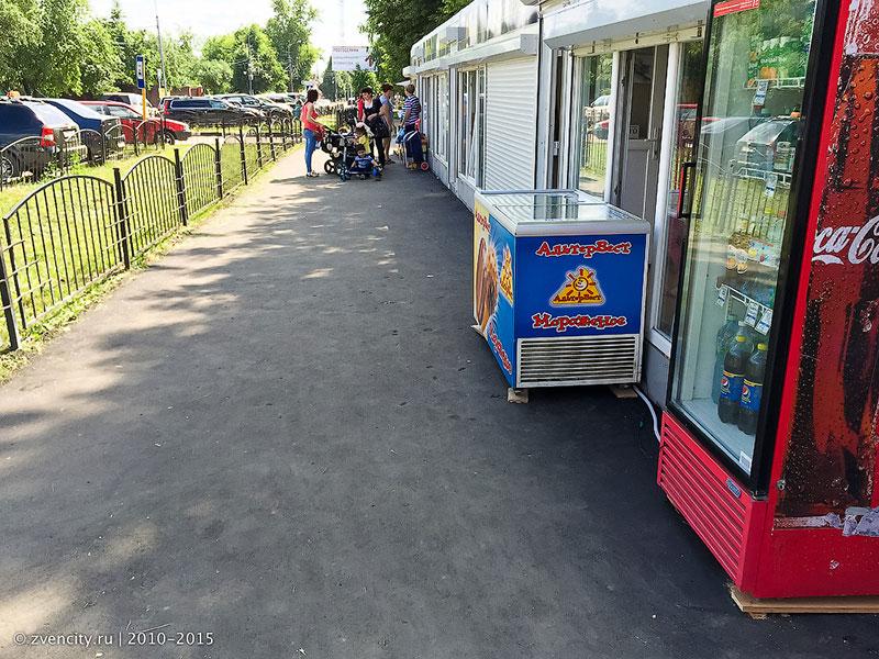 У ларьков на Пролетарской тротуар приведён в порядок