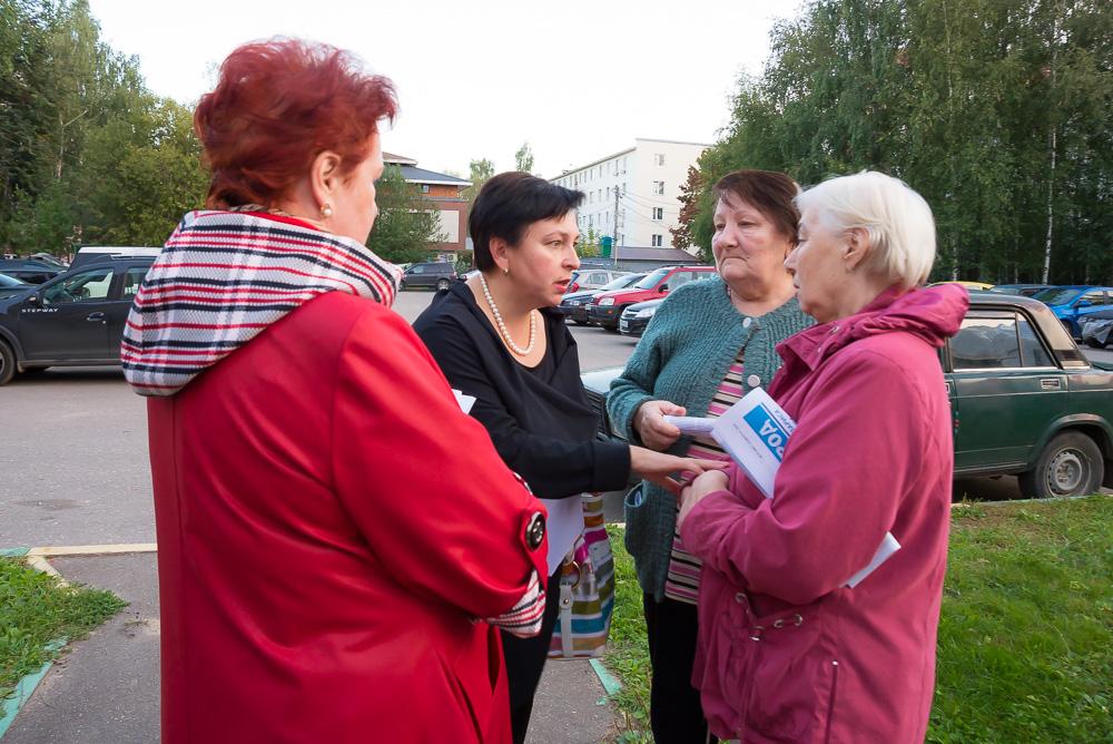 Депутаты встретились с жителями в квартале Маяковского