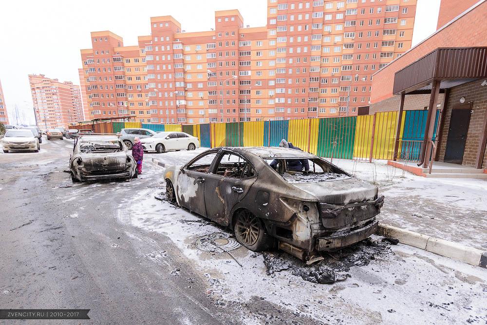 В микрорайоне Супонево сгорело три автомобиля