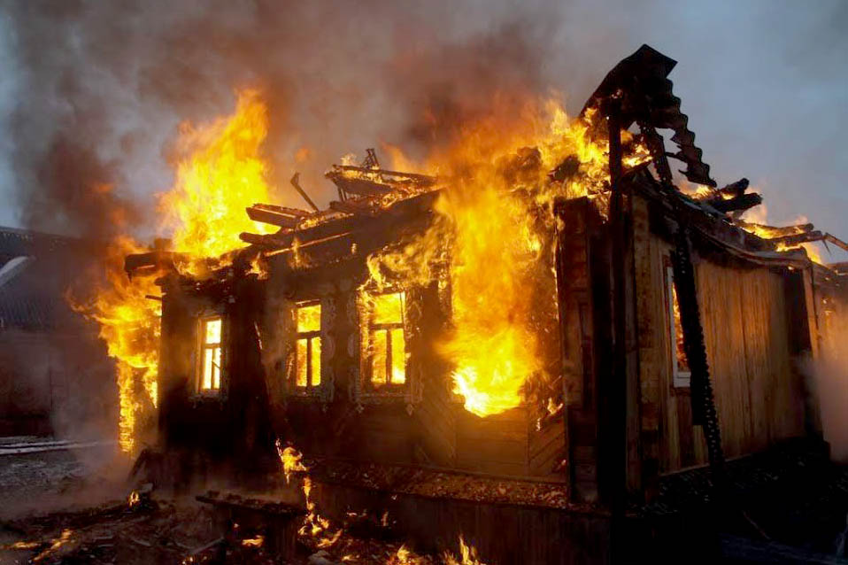 В деревне Супонево сгорел дом