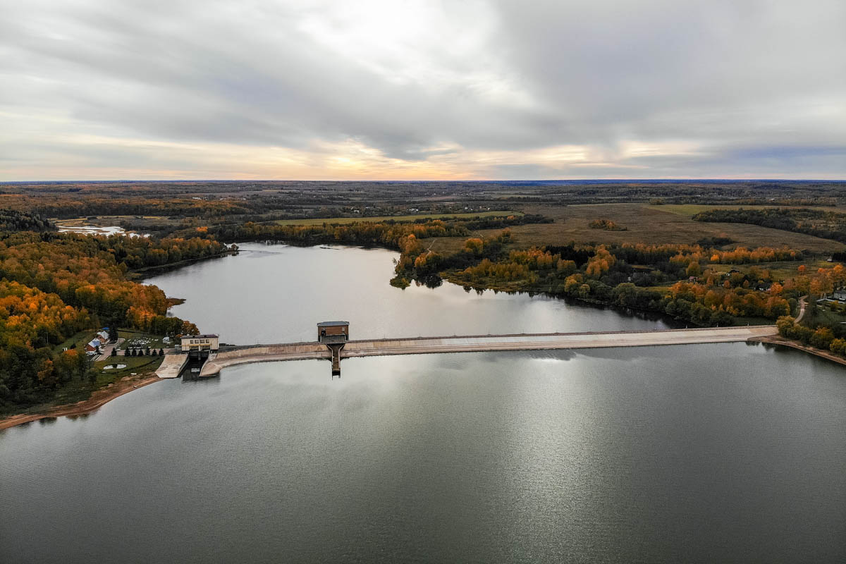 Сброс воды на Можайском водохранилище