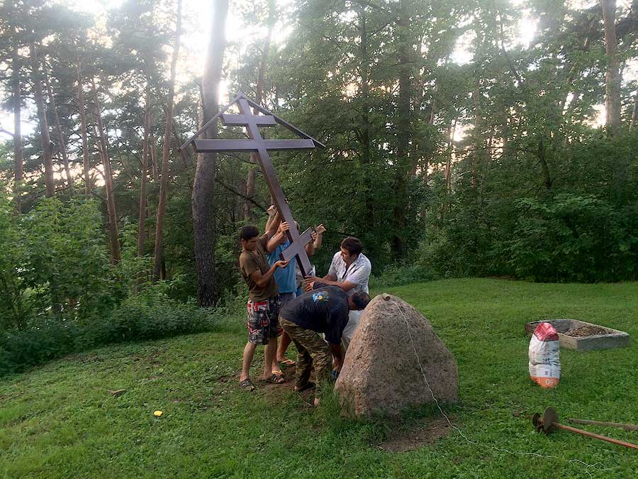 Новый памятный крест в Звенигороде