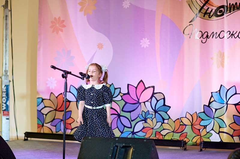 Поддержите 5-ти летнюю участницу вокального конкурса