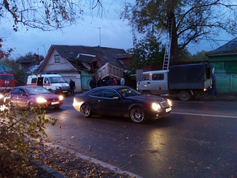 Видео ДТП с участием грузовика в Звенигороде